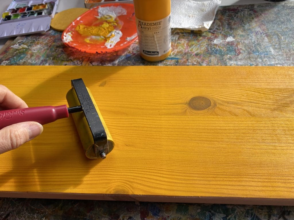 Boho DIY Holzbrett grundieren